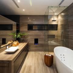 Casa CH Baños modernos de GLR Arquitectos Moderno