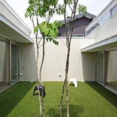 豊橋の家: 株式会社 空間建築-傳が手掛けた庭です。