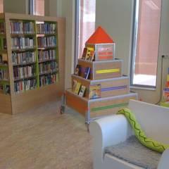 kinderboek toren:  Exhibitieruimten door Delgadodesign