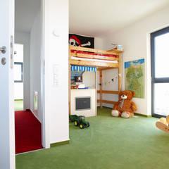 ARCHITEKTUR TREND - Kinderzimmer:  Kinderzimmer Junge von FingerHaus GmbH - Bauunternehmen in Frankenberg (Eder)