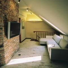 Dom nad jeziorem: styl , w kategorii Korytarz, przedpokój zaprojektowany przez projektowanie wnętrz,