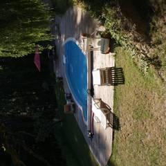 vue de la piscine dans l'autre axe: Piscines  de style  par LCDS