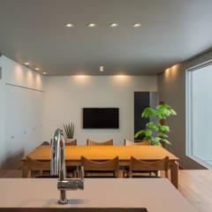 御領の家: 末永幸太建築設計 KOTA SUENAGA ARCHITECTS が手掛けたダイニングです。