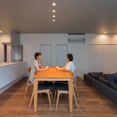 غرفة السفرة تنفيذ 末永幸太建築設計 KOTA SUENAGA ARCHITECTS