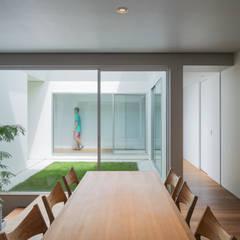 御領の家: 末永幸太建築設計 KOTA SUENAGA ARCHITECTS が手掛けたダイニングです。,