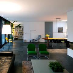 Woonkamer Kralingseweg:  Woonkamer door De Kovel architecten