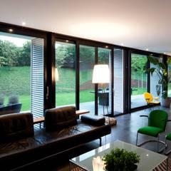 Woonkamer woonhuis Kralingseweg:  Woonkamer door De Kovel architecten