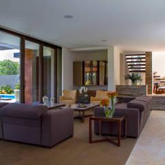 Casa 4 Puntos / Club de Golf BR: Pasillos y recibidores de estilo  por Maz Arquitectos