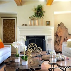 colonial Living room by MARIANGEL COGHLAN