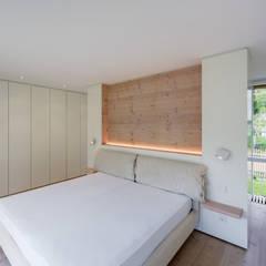 Galeriehaus im Dünenwald - Schlafraum: moderne Schlafzimmer von Möhring Architekten