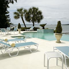 CASA BRUNO TUMBONA RELIANCE ALU SLING BLANCO SURF: Hoteles de estilo  de Casa Bruno American Home Decor