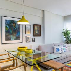 Integração com a Sala de Estar: Salas de jantar modernas por Bruno Sgrillo Arquitetura