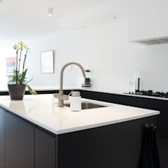 modern Kitchen by INspirazia