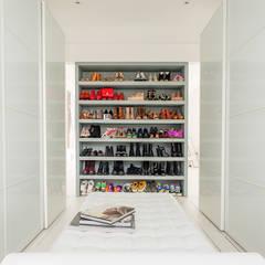 Dressing room by HollandGreen, Modern