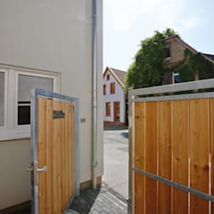 Puertas de madera de estilo  por FingerHaus GmbH