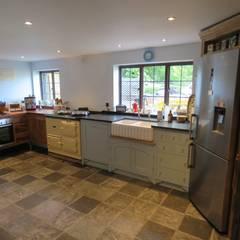 آشپزخانه توسطAuspicious Furniture, اکلکتیک (ادغامی)
