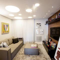 Home Theater: Salas multimídia  por Casa 2 Arquitetos