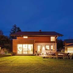 MEDLEY 210 A - Nachtaufnahme:  Landhaus von FingerHaus GmbH