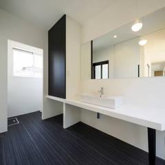 niwa niwa niwa: NEWTRAL DESIGNが手掛けた浴室です。,モダン