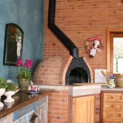 Campos do Jordão Cozinhas rústicas por Liliana Zenaro Interiores Rústico