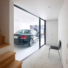 宇品東の家: SWITCH&Co.が手掛けた廊下 & 玄関です。,