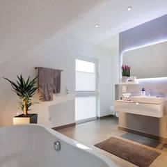 Baños de estilo  por FingerHaus GmbH