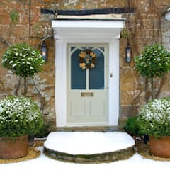 Traditional Outdoor and Garden Lighting:  Houses by Shine Lighting Ltd, Classic
