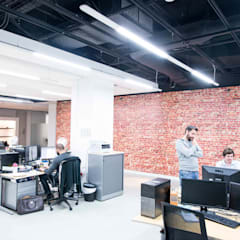 Industrial brick effect wall mural for office interior design:  Office buildings by Vinyl Impression