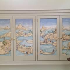 Hand Painted Panels integrated cupboard doors:  Corridor & hallway by Eades Bespoke