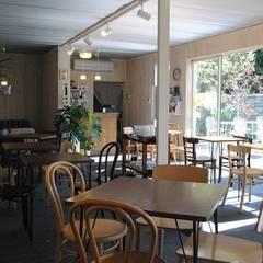 コンテナハウス: ヒロ・デザイン・ラボが手掛けたレストランです。