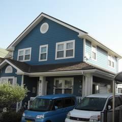 ビーチハウス風の住宅: ヒロ・デザイン・ラボが手掛けた家です。,コロニアル