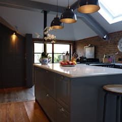 Victorian Townhouse Kitchen:  Kitchen by Lothian Design