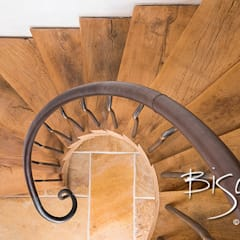 Rustic Barn Staircase Rustic style corridor, hallway & stairs by Bisca Staircases Rustic