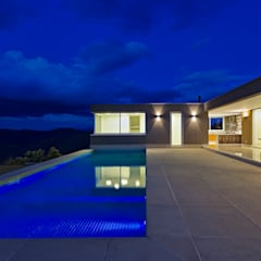 Eclectic style pool by Lage Caporali Arquitetas Associadas Eclectic