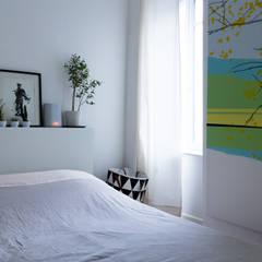 Rénovation d'un appartement: Chambre de style  par EK Architecte