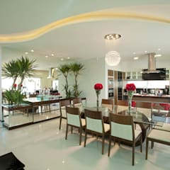 Casa Curvas no Neoclássico: Salas de jantar  por Arquiteto Aquiles Nícolas Kílaris