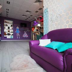 Цветная грифельная стена в шоу-руме UNO-fashion: Галереи  в . Автор – IdeasMarket, Эклектичный