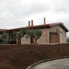 BODEGA Y MERENDERO PARA WURTH ESPAÑA S.A. AGONCILLO. LA RIOJA.: Bodegas de estilo  de Estudio A. Devalle-Granell Arquitectura.