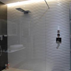 Appartamento Black and white: Bagno in stile  di Alessandro Jurcovich Architetto