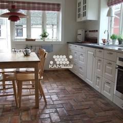 Lubelska - Białe meble to idealne połącznie z podłogą z cegły.: styl , w kategorii Jadalnia zaprojektowany przez Kamstar Krzysztof Fertała