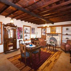 Hoyran Wedre Country Houses – Balayı Evi:  tarz Oturma Odası,