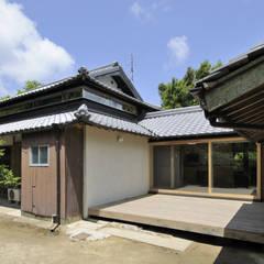 Casas de estilo  de 総合建築植田, Asiático