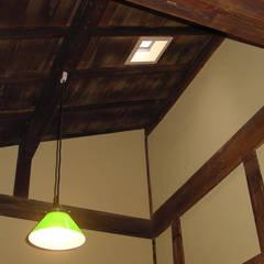 一級建築士事務所 ネストデザイン:  tarz Işıklıklar