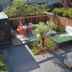 Strakke tuin Ibiza-style in Amstelveen:  Tuin door Biesot, Mediterraan