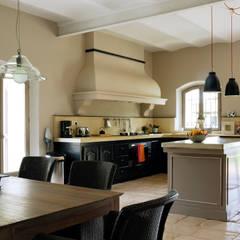 Mas en Provence: Cuisine de style de stile Rural par STEPHANIE MESSAGER