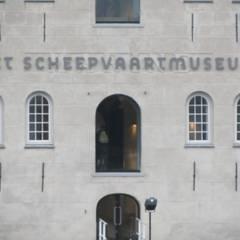 RVS gevelbelettering op maat:  Musea door Kouwenbergh Machinefabriek B.V.