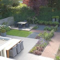 Moderne tuin Heemstede: moderne Tuin door Biesot