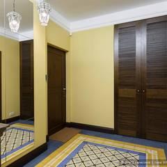 Pasillos y hall de entrada de estilo  por Ольга Кулекина - New Interior