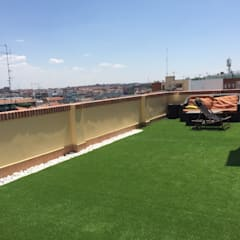 Césped artificial ático: Terrazas de estilo  de Allgrass Solutions