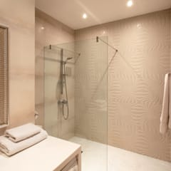 Идеальный фон (ЖК Авеню77) : Ванные комнаты в . Автор – White & Black Design Studio